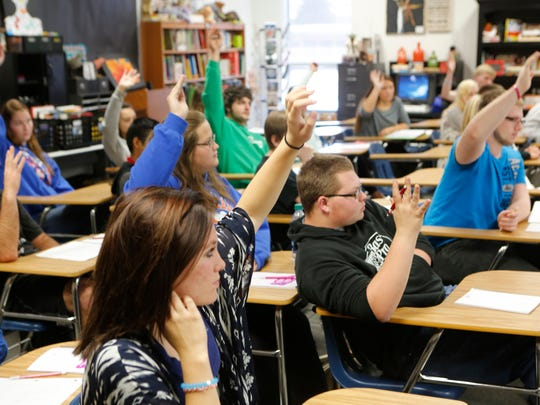 Students participation is strong in Paul Hankins' 11th-grade English course at Silver Creek High in Sellersburg, Ind.