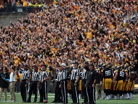 636429882483591726-171007-25-Iowa-vs-Illinois-football-ds.jpg