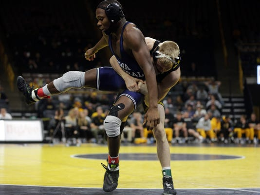 636465269240929804-171117-15-Iowa-City-Duals-ds.jpg