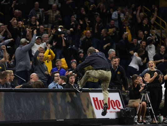 636477629929666755-171201-02-Iowa-vs-Illinois-wrestling-ds.jpg