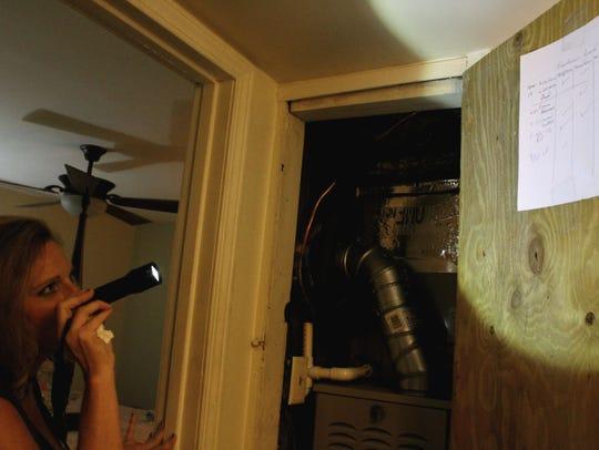 Shreveport resident Lori Grogan shines a flashlight