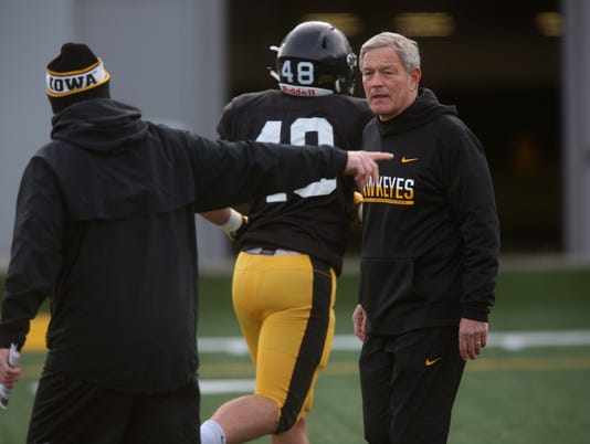 636492803677596493-171219-09-Iowa-football-practice-ds.jpg
