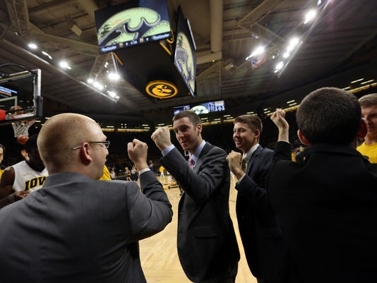 636505201085370613-180102-11-Iowa-vs-Michigan-mens-basketball-ds.jpg