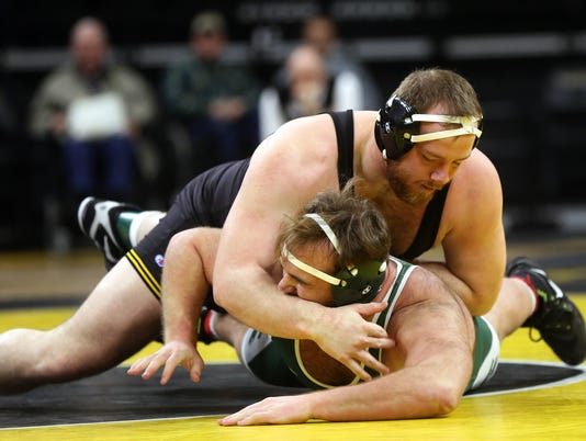 636507856107341288-180105-17-Iowa-vs-Michigan-State-wrestling-ds.jpg