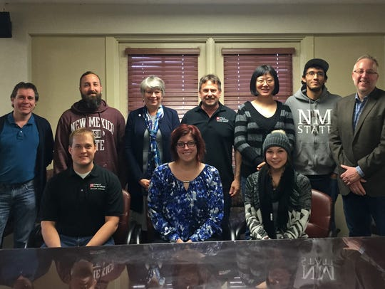 NMSU Discovery Scholars and faculty mentors discussed