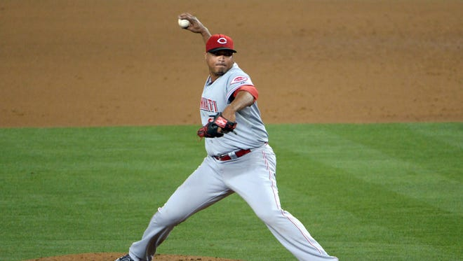 Cincinnati Reds starter Alfredo Simon (31) delivers a pitch against the Los Angeles Dodgers at Dodger Stadium.