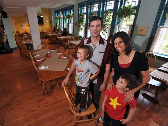 Early Girl Eatery owners John and Julie Stehling  and their sons Milo, 3, left, and Hank, 5, in 2010.