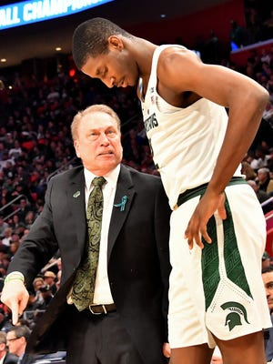 Tom Izzo lectures Jaren Jackson Jr. during the first half.