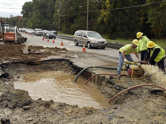 City workers repair a broken water line in this 2006 photo.