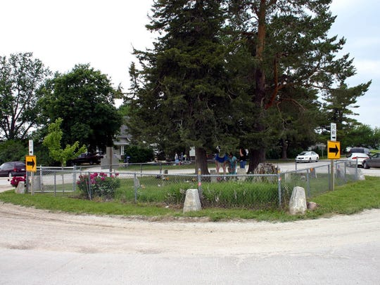 The Huston Cemetery, also known as the cemetery in