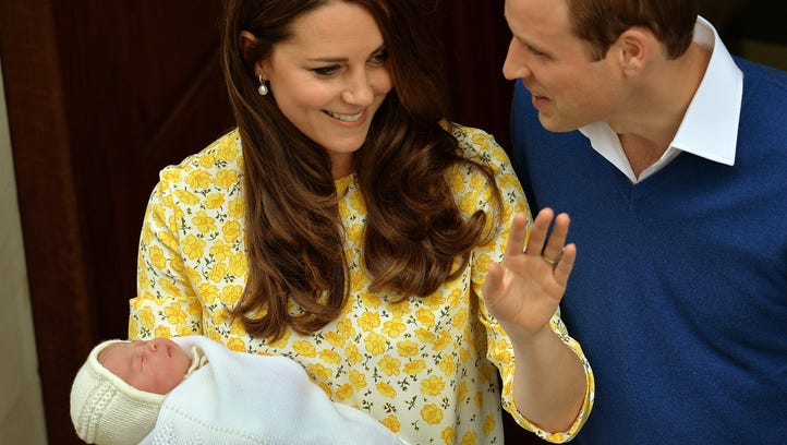 Duchess Kate and Prince Willilam leave the hospital