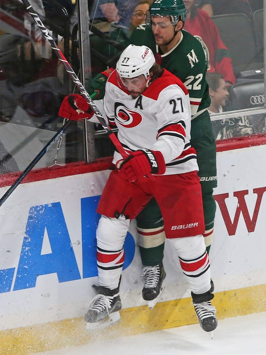 Hurricanes_Wild_Hockey_40367.jpg