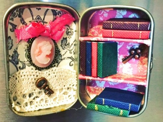 Altered Altoid Tin: Library
