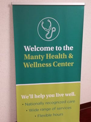 A new Aurora Health Care clinic for Manitowoc school and city employees and their families is now open.