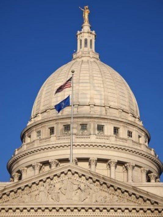 Wisconsin-state-capitol-AP.jpg