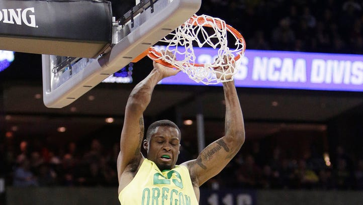 No. 1 seed Oregon romps past Holy Cross 91-52