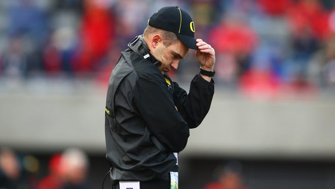 Oregon coach Mark Helfrich reacts in the first half of his team's 26-point loss at Arizona on Saturday.