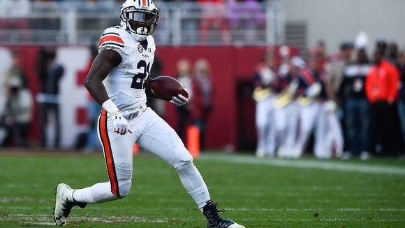 Auburn running back Kerryon Johnson (21) played through an ankle injury this season.
