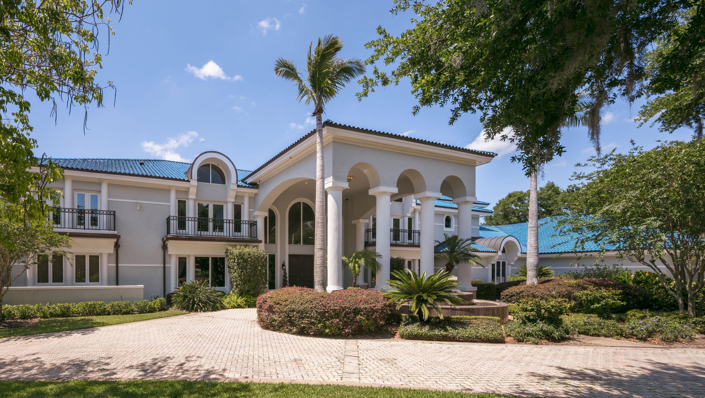 Photos shaquille o 39 neal s florida mansion for sale for Shaquille o neal s home