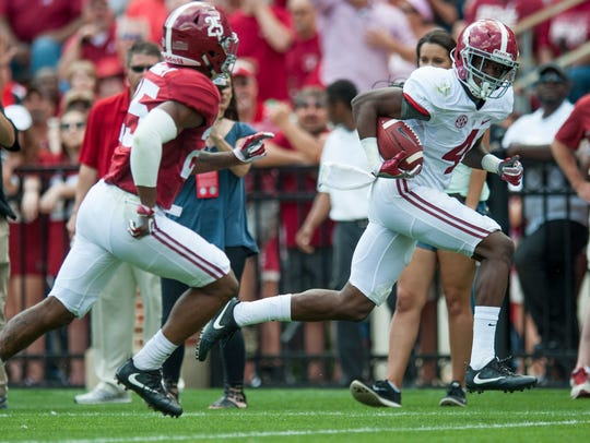 Alabama wide receiver Jerry Jeudy (4) scores an early