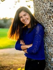 MARIELA PIZARRO-SILVA, de 18 años.