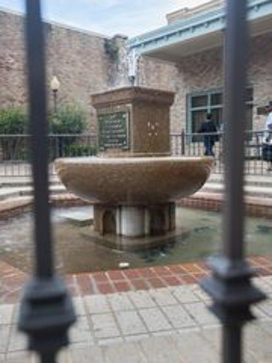 636034504540799425-fountain.jpg