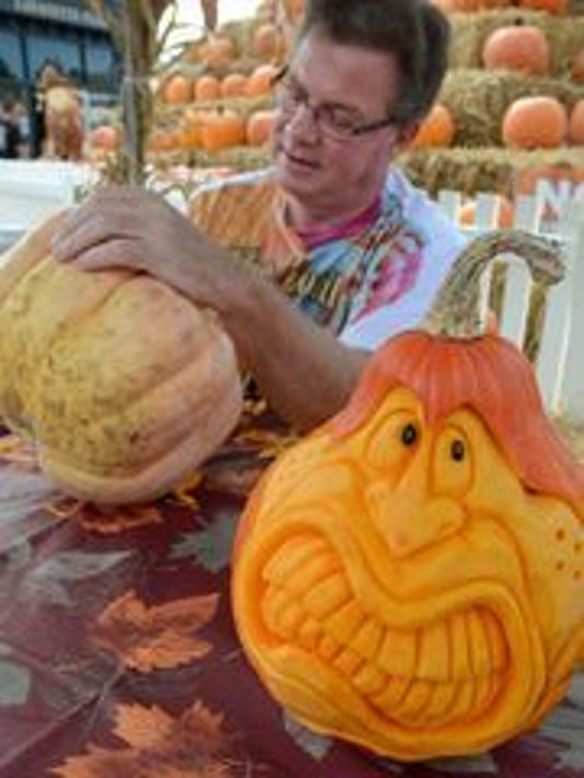 636258756465075343-SLH.pumpkinfest.jpg