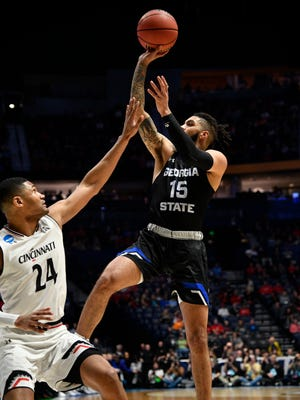 Georgia State guard D'Marcus Simonds (15) drives to the basket over Cincinnati forward Kyle Washington (24) during the first half of their first round game in the 2018 NCAA Division I Men's Basketball Championship at Bridgestone Arena Friday, March 16, 2018 in Nashville, Tenn.