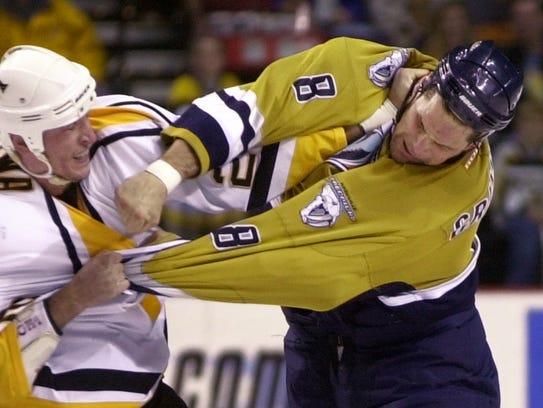 Pittsburgh Penguins' left wing Krzysztof Oliwa, left,