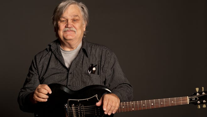 Col. Bruce Hampton died early Tuesday after collapsing onstage in Atlanta.