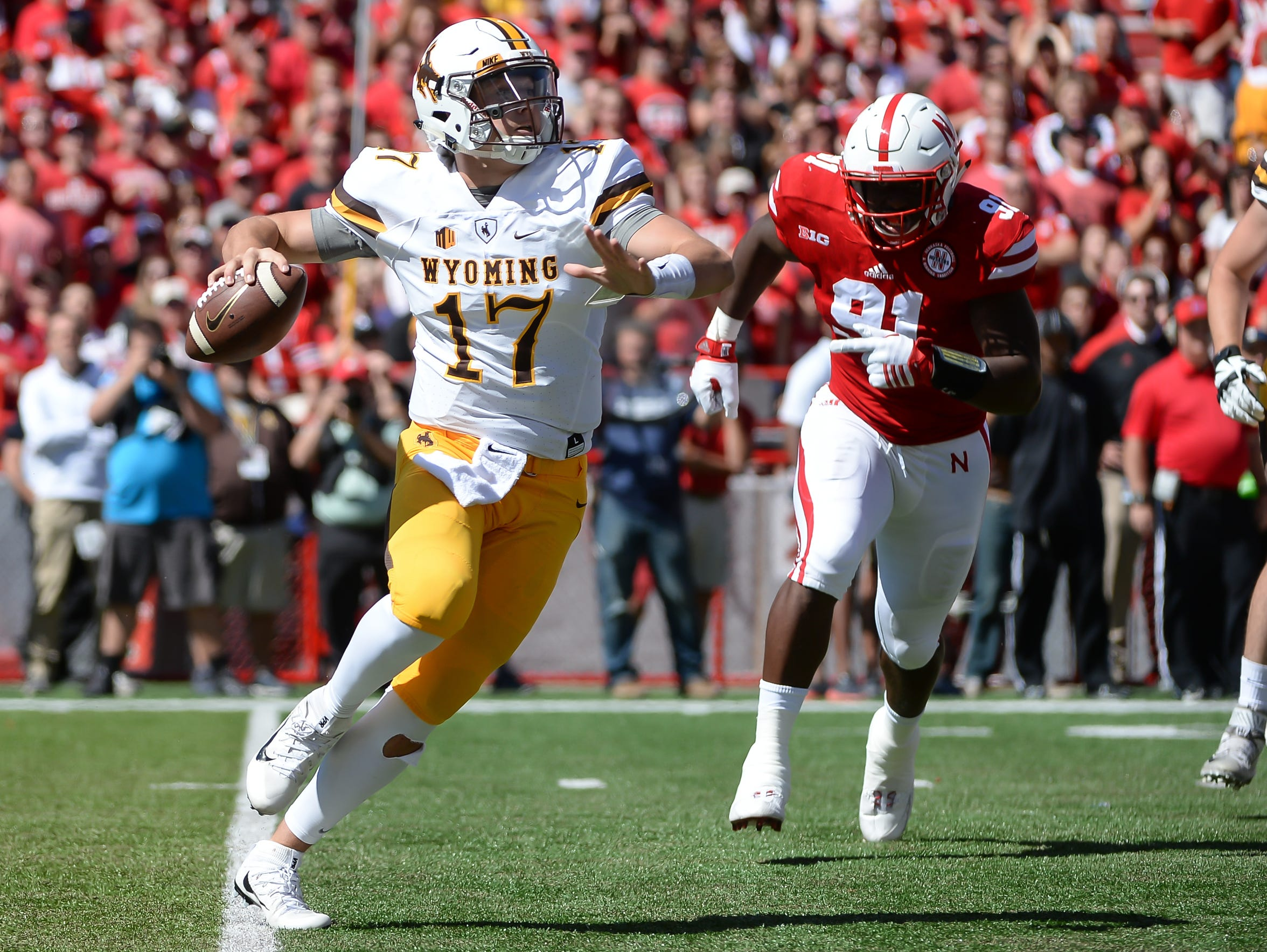 Quarterback Josh Allen #17 of the Wyoming Cowboys passes