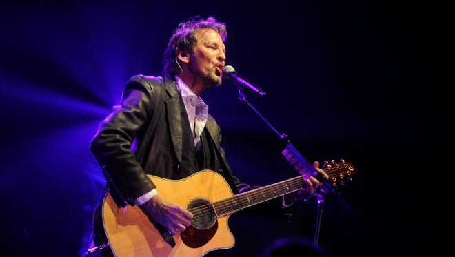 A Washington, D.C., man is raising money on Kickstarter in hope of bringing singer-songwriter Kenny Loggins to his living room for an acoustic set.