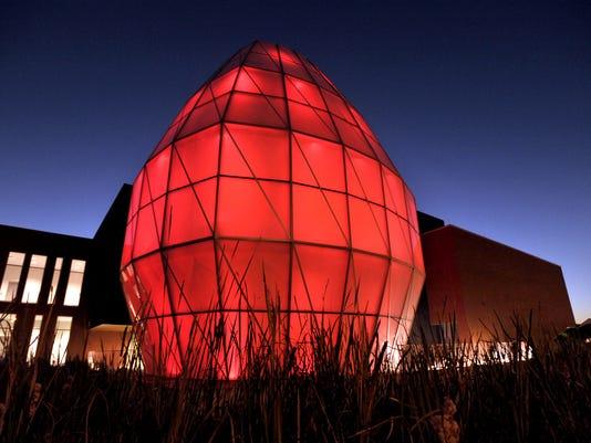 LITE Center Egg Glows Red