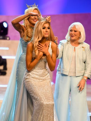 Miss Chattanooga Christine Williamson was crowned Miss Tennessee 2018, Saturday, June 23, at the Carl Perkins Civic Center in Jackson.