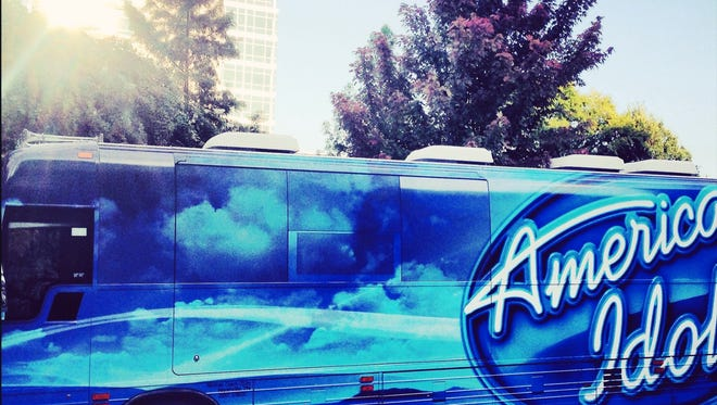American Idol tourbus