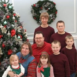 Jennifer and Toby Norsworthy are pictured with their six children.