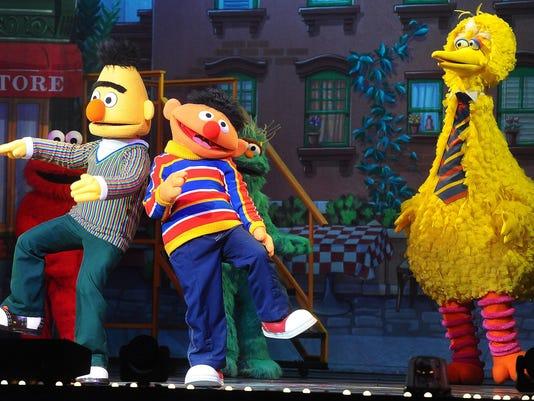Sesame Street Live ÒLetÕs Dance!Ó