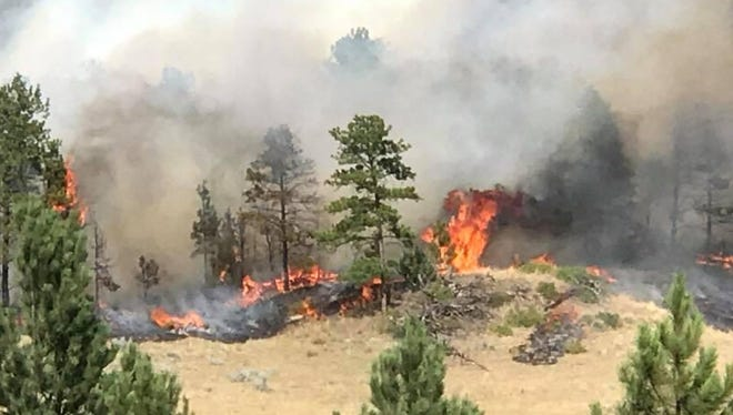 Lodgepole Complex Fire grows from 125,000 acres to 200,000 acres between Saturday and Sunday.