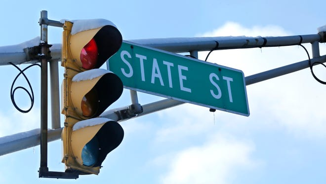 Traffic light at the intersection of State Street and Northwesetern Avenue Wednesday, January 20, 2016, in West Lafayette.