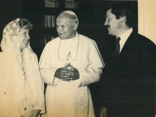Pope John Paul II meets with Gov. Branstad and his