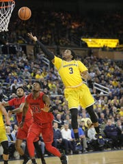 Michigan guard Zavier Simpson scores against Maryland