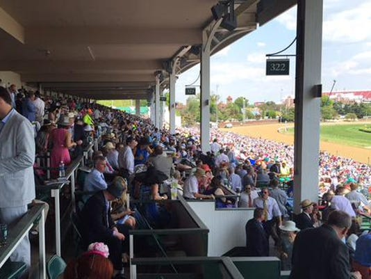 635661811180009318-kentucky-derby-2015-clubhouse