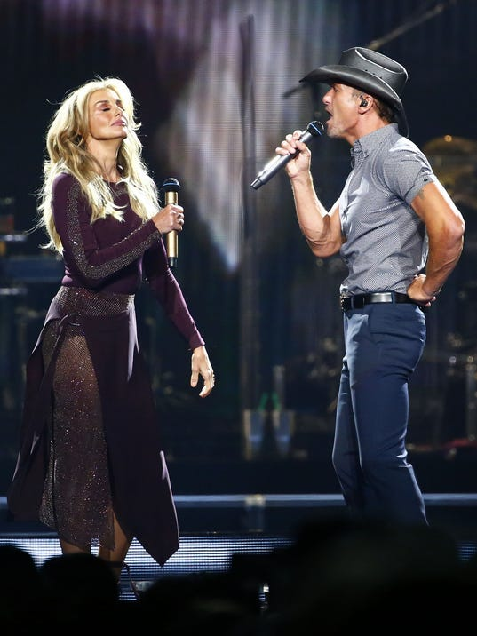 Tim mcgraw faith hill set gold standard for on stage for Do tim mcgraw and faith hill have kids