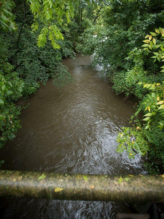 ldn-mkd-090517-Snitz-Creek-spill-01.jpg
