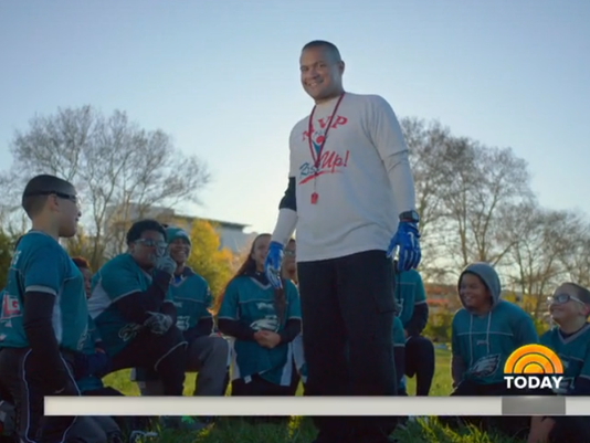 635858624354873378-NFL-MVP360-camp-with-Felix-Agosto-fo-Delran-and-his-kids.png