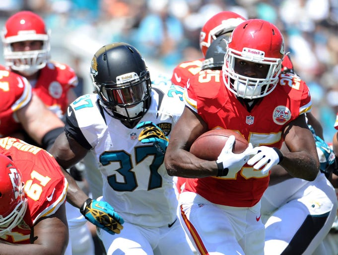 """Jamaal Charles, RB, Kansas City Chiefs: Charles gave his owners another scare, sustaining a quadriceps injury. He was able to walk off the field, but with a limp. After the game, coach Andy Reid described Charles as """"totally fine."""""""