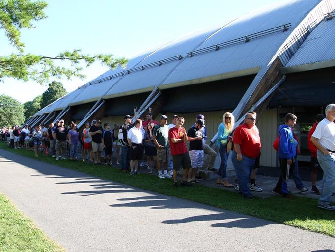 Fans waiting in line at Cass Park in Ithaca for Dustin Brown and the Stanley Cup