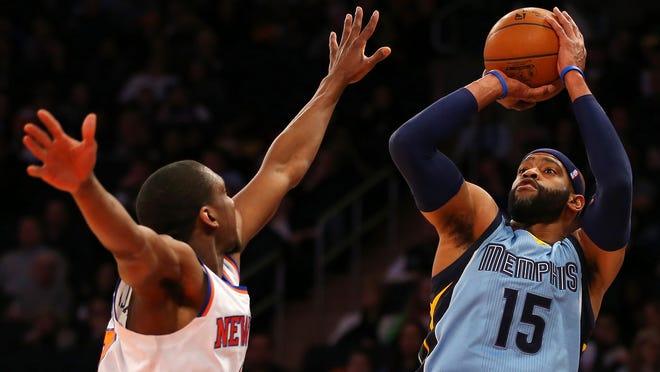 Memphis Grizzlies guard Vince Carter shoots over New York Knicks guard Langston Galloway during the first half.