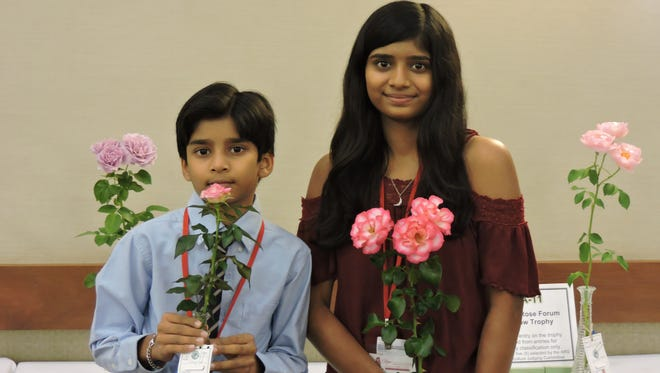 Adam Bolar with his Miniature Queen 'Joy' and Rhea Bolar with her Floribunda Queen 'Hannah Gordon' at the 2015 ARS Fall National Rose Show.