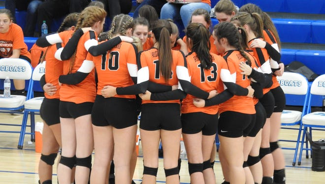 Ridgewood huddles before the beginning of the game against Buckeye Trail on Wednesday.
